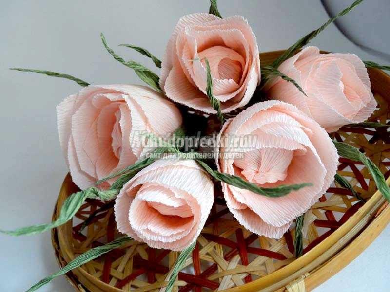 Делаем розы из гофрированной бумаги. Пошаговые идеи с фото