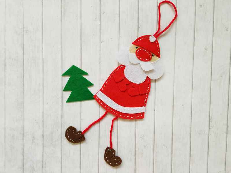 Как сшить из фетра новогоднюю игрушку в виде Деда Мороза. Пошаговая инструкция с фото