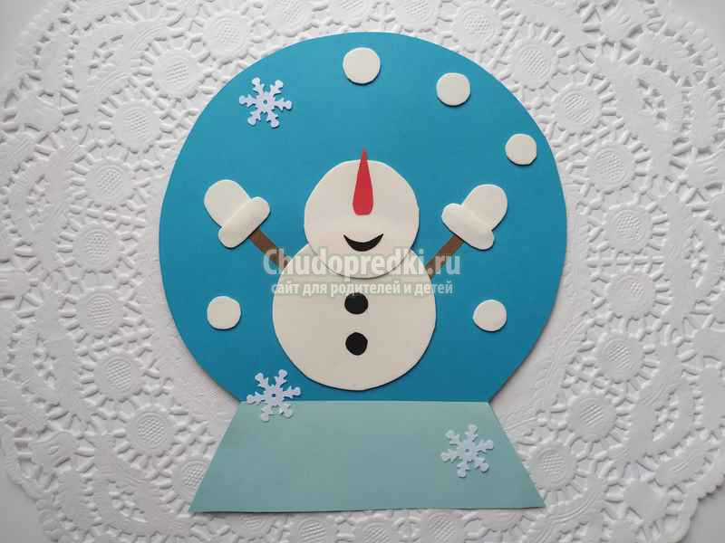 Красивая зимняя поделка «Снеговик в новогоднем шаре». Пошаговая инструкция и видео урок
