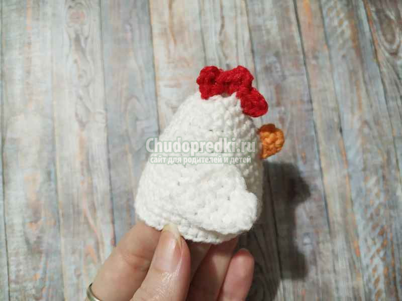 украшение для пасхального яйца в виде курочки
