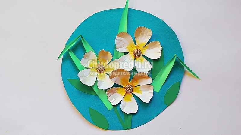 Детские поделки из бумаги. Панно из бумаги с цветами ромашками: пошаговая инструкция с фото