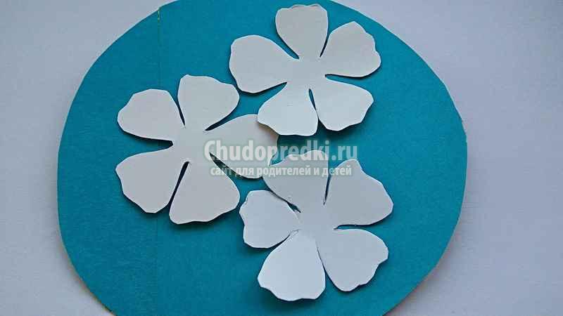 Панно из бумаги с цветами ромашками