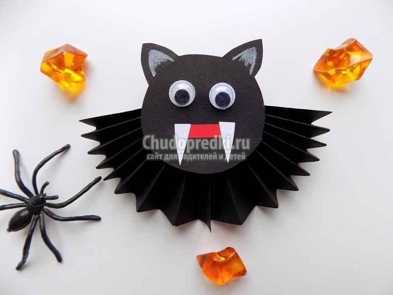 Простые поделки на Хеллоуин из бумаги. Летучая мышь: пошаговая инструкция с фото